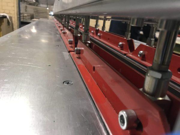 Пневматические прижимы сварочного стола ССПЛ 3.0-М для изготовления футеровки из анкерного листа